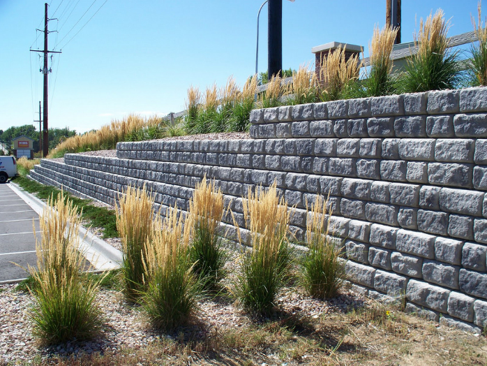 A picture of retaining wall in Chino Hills.